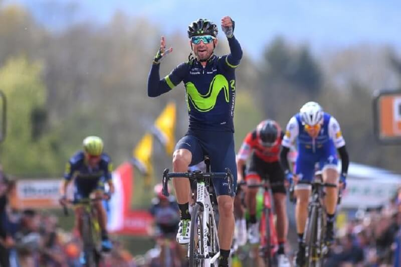 Alejandro Valverde vince a Liegi la dedica a Michele Scarponi