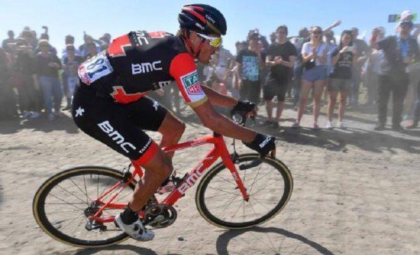 Van Avermaet nell'olimpo vince la Parigi Roubaix, Moscon quinto