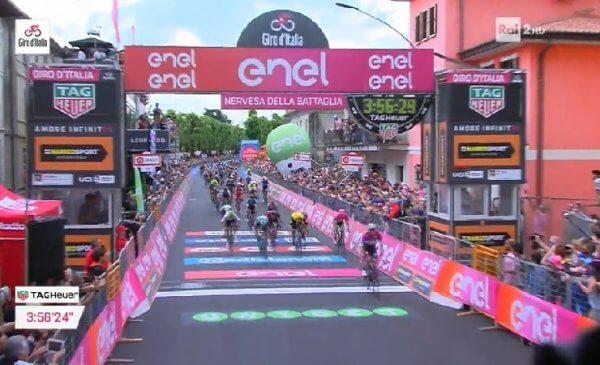 Giro d'Italia 2018 tappa 13: tris di Elia Viviani a Nervesa!