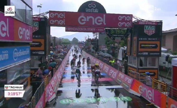 Giro 101 tappa 17 Viviani fa poker a Iseo, terzo Bonifazio