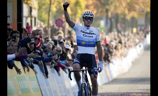 CdM di Ciclocross Berna vittoria per Van der Poel e Vos, bene gli azzurri